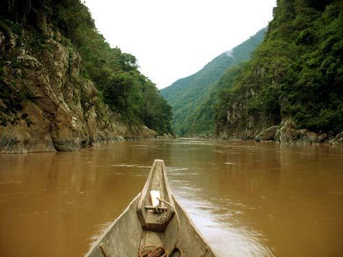 Phân tích hình tượng sông Đà trong tùy bút Người lái đò sông Đà của nhà văn Nguyễn Tuân