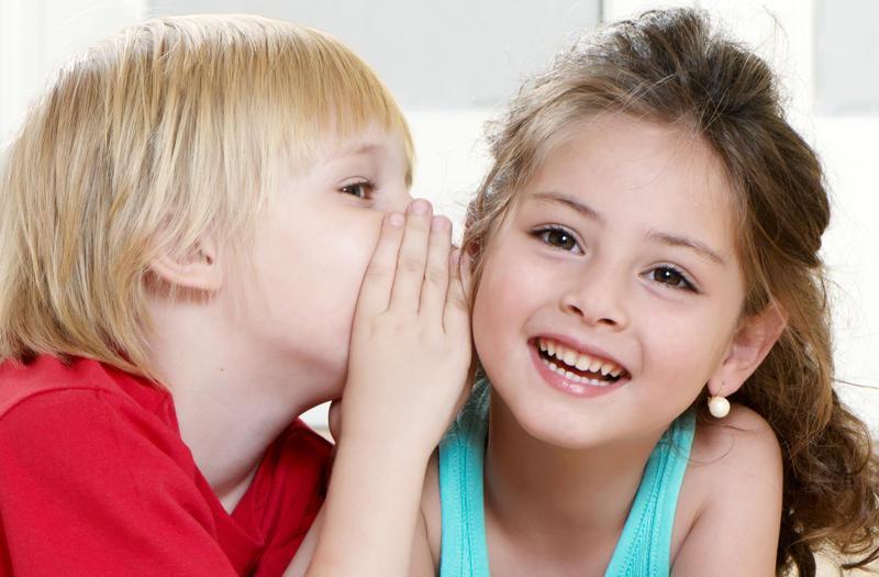 Dân gian có câu: Lời nói gói vàng, đồng thời lại có câu: Lời nói chẳng mất tiền mua, Lựa lời mà nói cho vừa lòng nhau.