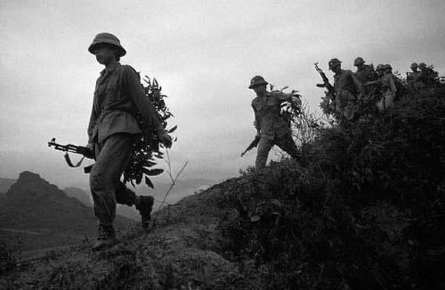 Phân tích hình tượng người lính Tây Tiến trong tác phẩm Tây Tiến của Quang Dũng